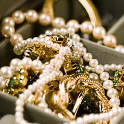 كيف تنظفين مجوهراتك