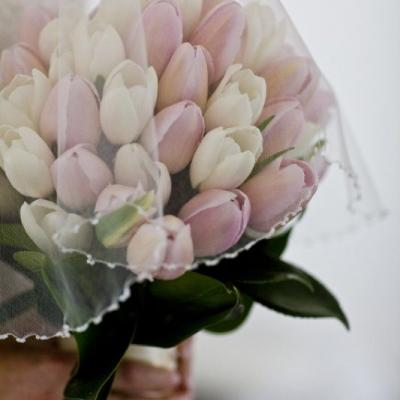 15 Breathtaking Tulip Bridal Bouquets For The Spring Bride
