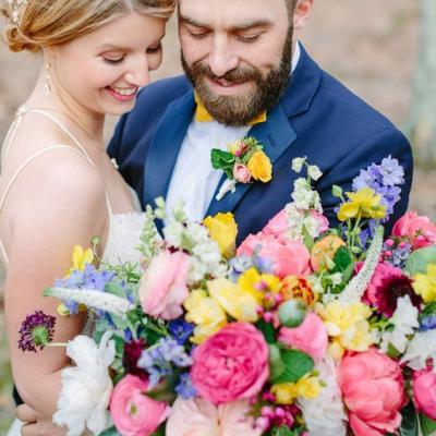 تألقي بمسكة عروس ذات ألوان صيفية خلابة
