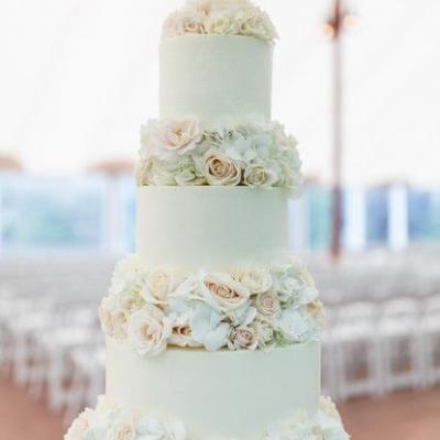 Classy White Wedding Cakes We Love
