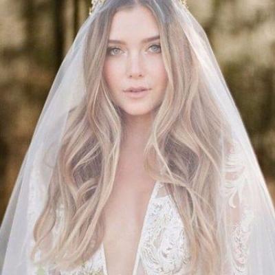 أحدث تسريحات شعر مفتوح لطلة راقية في حفل زفافك