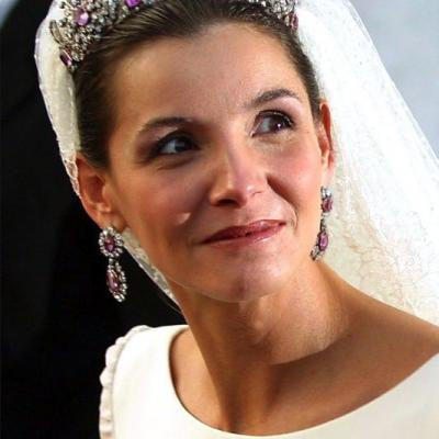 تيجان ملكية للعروس