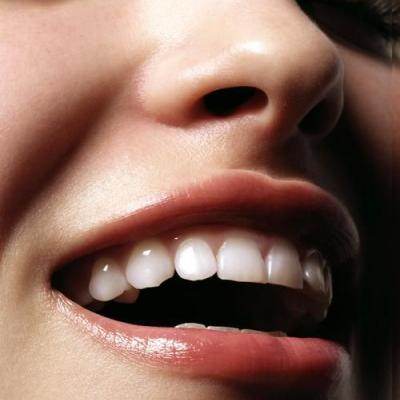 3 Simple DIY Teeth Whitening at Home