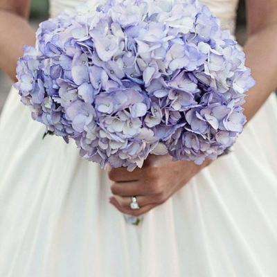 أزهار مذهلة لحفل زفاف في الصحراء
