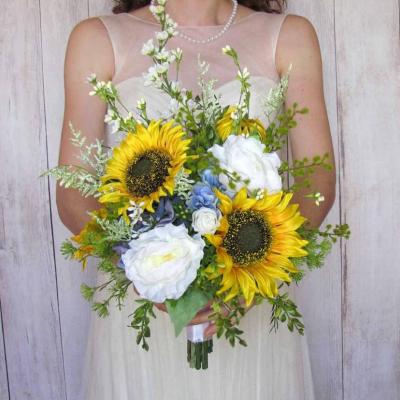 12 Sunflower Wedding Bouquets For A Bright Wedding