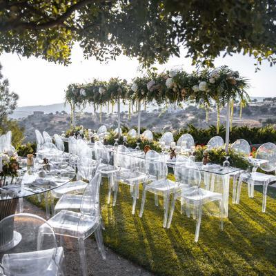 حفل زفاف عند وقت الغروب مع إطلالة رائعة في الأردن