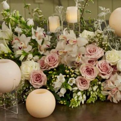 وردة وشمعة لتجارة الزهور