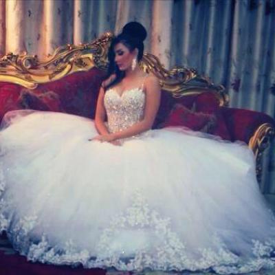 النجم فيلانت لفساتين الزفاف