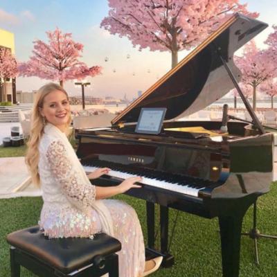 Pianist Anna Demis