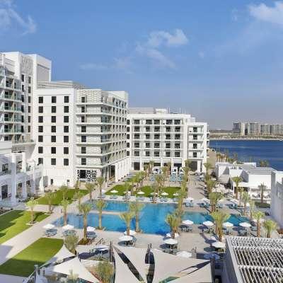 Hilton Abu Dhabi Yas Island - Exterior Pool