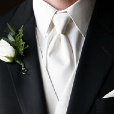 What Every Groom Should Know About His Suit
