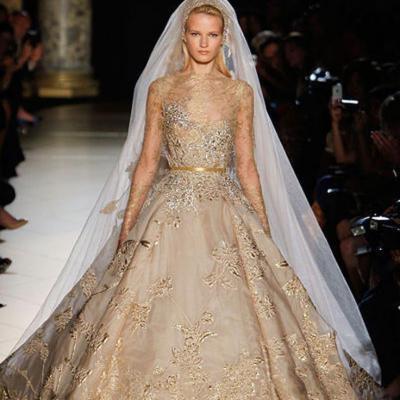فساتين زفاف ذهبية اللون