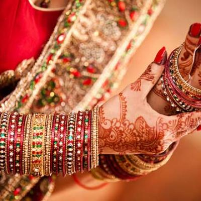هندي يكسر التقاليد ويدعو 18 ألف أرملة لحفل زفاف ابنه