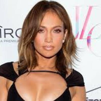 Jennifer Lopez Denies Wedding Rumors To Casper Smart