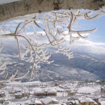 حفل زفاف وسط العاصفة الثلجية في لبنان
