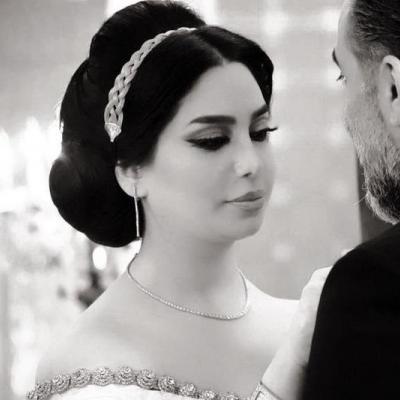 النجمة السورية رنا الأبيض تتألق بفستان زفاف ساحر