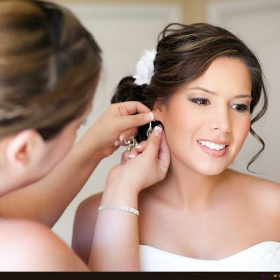 نصائح لكل عروس لم تثقب أذنيها بعد