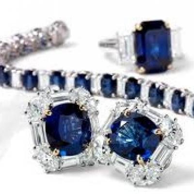 الحجر الكريم لشهر أيلول: الياقوت الأزرق