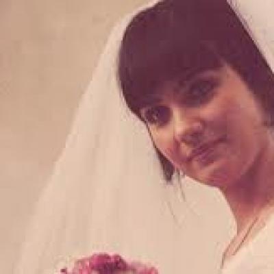 استلهمي تسريحة شعرك ومكياج زفافك من الممثلات التركيات