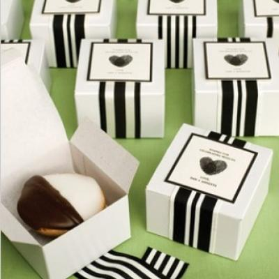 How to Save on Your Wedding Favors