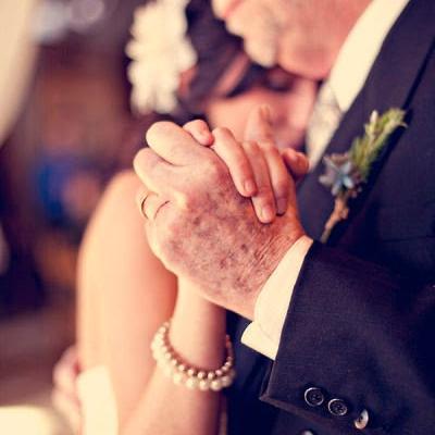 تألقي برقصة مميزة مع والدك في يوم زفافك