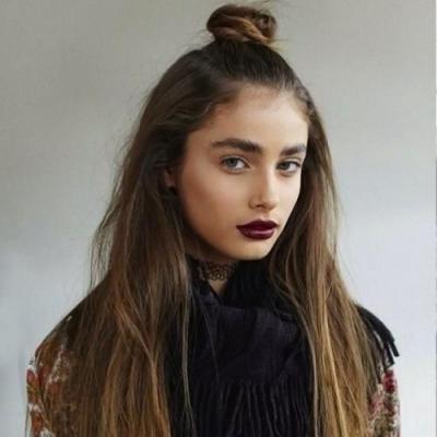 صرعات تسريحات الشعر لعام 2015: تسريحة العقدة المرفوعة