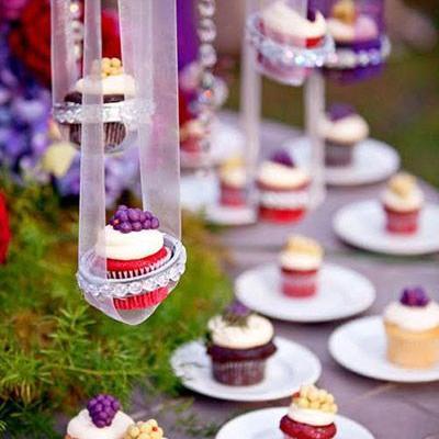 طرق مبتكرة لتقديم الكب كيك في حفل الزفاف