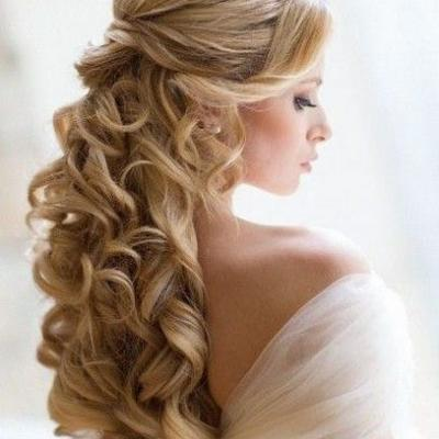 Stunning Bridal Hairdo For Curly Hair