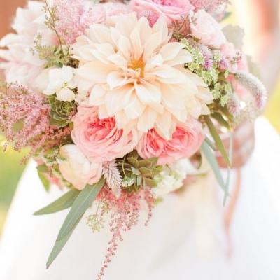 Bridal Bouquet Colors That Suit Your Horoscope Sign