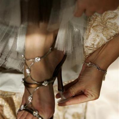 اكسسوار عصري للحفاظ على حذاء زفافك