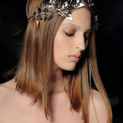 Bold Hair Accessories for The Bride From The 2016 Runways
