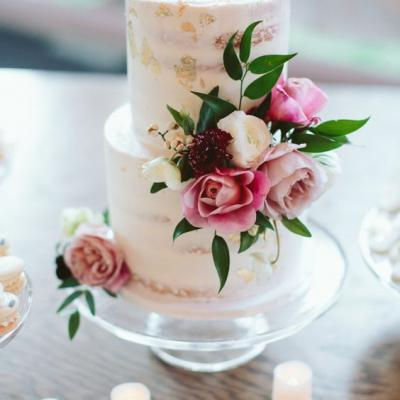 10 Beautiful Semi Naked Wedding Cakes