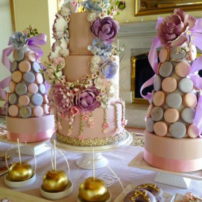 """6 كيكات فاخرة لحفلة عزوبية العروس من تصميم """"فاين كيكس"""""""