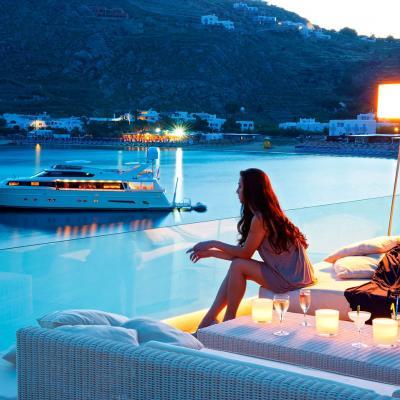 أشهر الفنادق المطلة على شاطئ البحر في جزيرة ميكونوس اليونانية