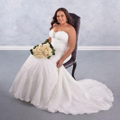أجمل 5 فساتين زفاف للعروس الممتلئة لعام 2017