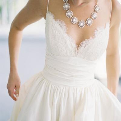 أجمل 5 فساتين زفاف مع جيوب لإطلالة عروس عصرية