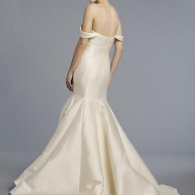 10 Simple Wedding Dresses We Love
