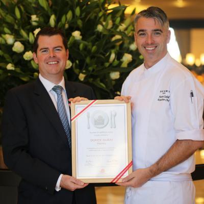 فندق ديوكس دبي ينال جائزة من مؤسسة سلو فود دبي