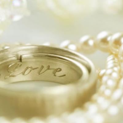 أفكار حول ما تحفرانه على خاتم الزواج