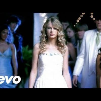 Embedded thumbnail for Taylor Swift - You Belong With Me
