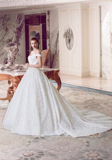 The 2018 Wedding Dresses by Ebru Sanci 14