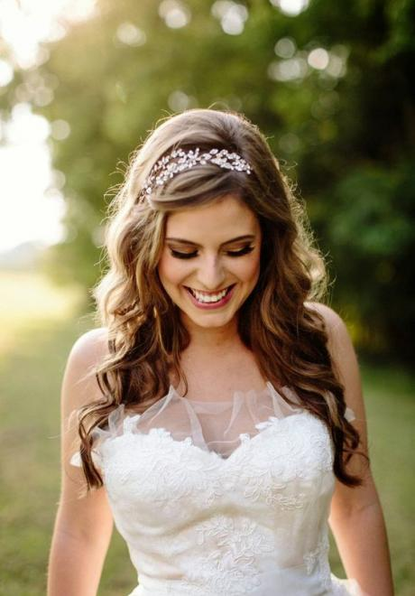 20 Ideas to Wear Your Hair Down On Your Wedding Day