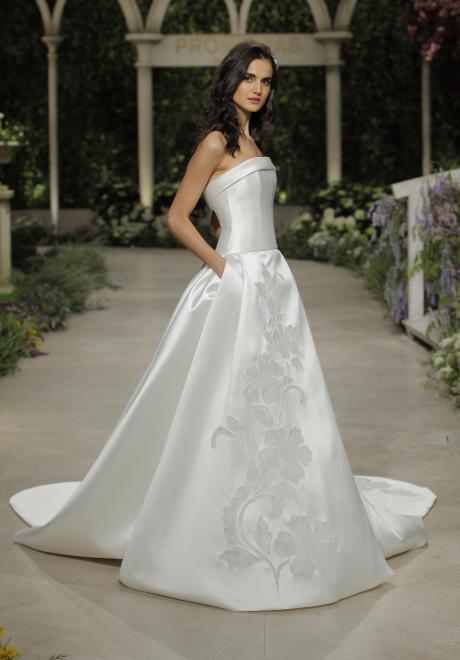 فساتين اعراس سترابلس لإطلالة عروس متألقة
