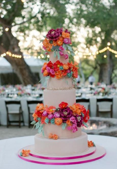 كيكات زفاف ملونة