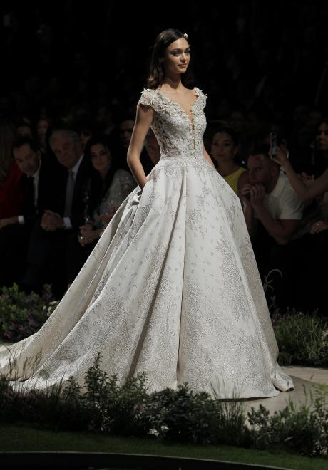 2019 Wedding Dresses by Pronovias 1