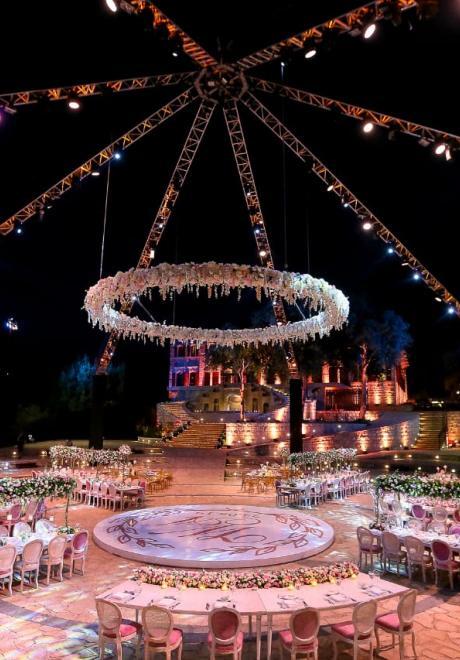 حفل زفاف وردي رائع في لبنان