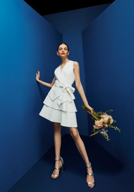 فساتين وصيفات العروس من تصميم تيد بيكر لحفلات الزفاف في فصل الربيع