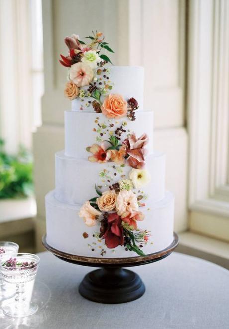 أشهى كيكات الزفاف المزينة بالأزهار لفصل الربيع