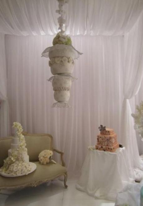 Wedding Cake Idea: Gravity-Defying Wedding Cakes