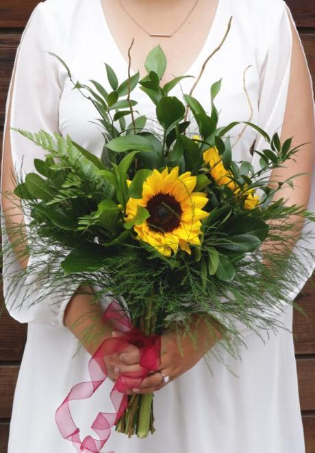 12 Sunflower Wedding Bouquets For A Bright Wedding
